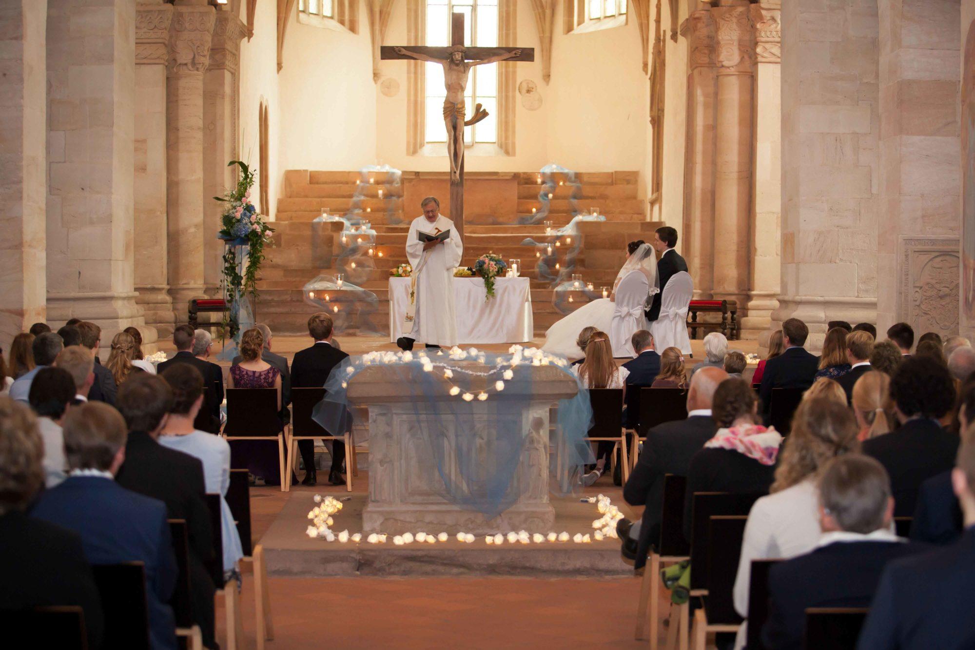Hochzeitsbilder, Hochzeitsfotografie, Schwäbisch Gmünd, Kloster Lorch, Hochzeitsfotografie, Kirchliche Trauung, Hochzeitsfeier