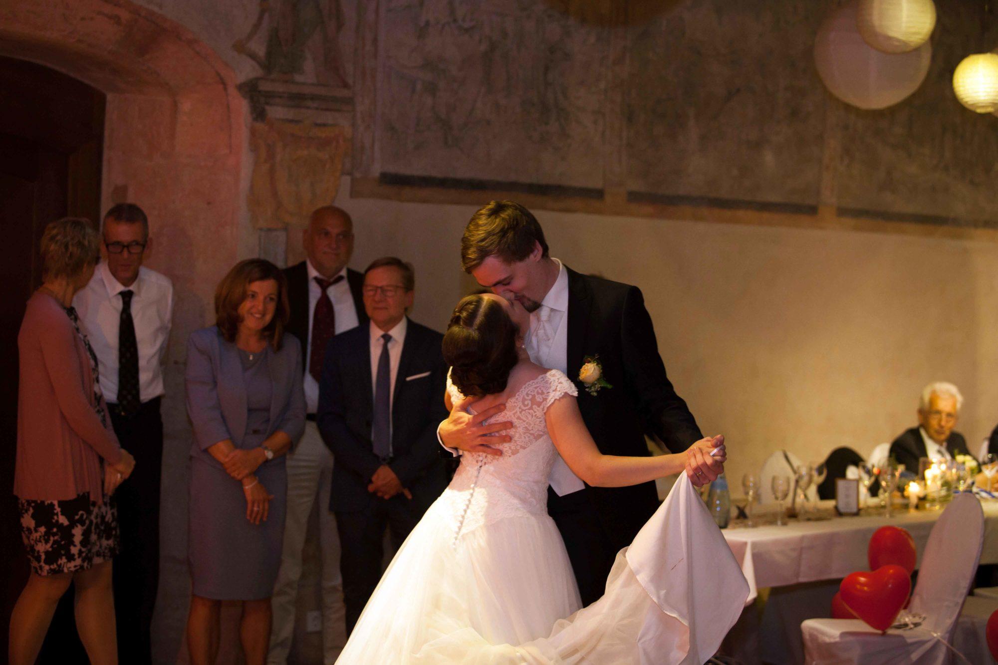 Hochzeitsbilder, Hochzeitsfotografie, Schwäbisch Gmünd, Kloster Lorch, Hochzeitsfotograf, Kirchliche Trauung, Hochzeitsfeier, Hochzeitstanz